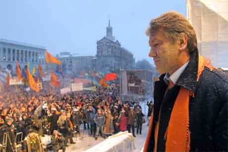 Viktor Jusjtsjenko og tilhengjarane hans godtek ikkje valresultatet. (Foto: Reuters/Scanpix)