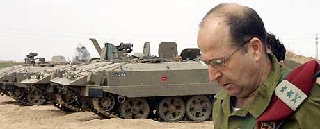 PINLIG: Saken er blitt svært pinlig for Israel, ettersom talsmann Moshe Yaalon først forsvarte offiserenes handling som nødvendig. (Arkivfoto: Moti Sender/AFP)