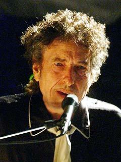 Bob Dylan blir hyllet av mindre kjente artister. Foto: Rogelio Solis, AP Photo.