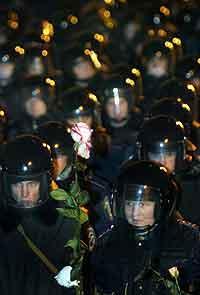 Opprørspoliti i Kiev. Foto: Genya Savilov, AFP