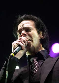 30 norske Nick Cave fans ble snytt for konsert i København. Her er han i aksjon på scenen i Oslo Spektrum. Foto: Knut Fjeldstad, Scanpix.