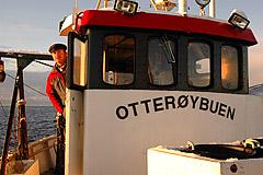 Hans Finnanger på plass i båten som er levebrødet