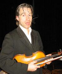Per-Øyvind Berg spelar August Strindberg. (Foto: Joar Elgåen / NRK)