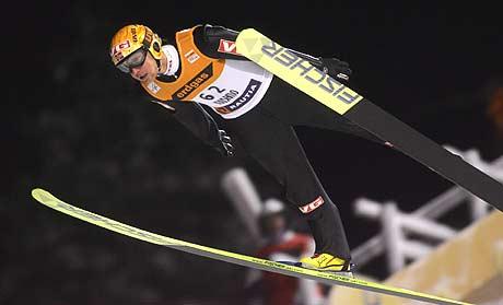 Roar Ljøkelsøy hoppet 126 og 130 meter og ble nr. 8 i Kuusamo i Finland søndag (Foto: Scanpix/Matti Bjørkmann)