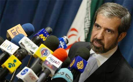 Presseoppbudet var stort da Irans utenriksminister Reza Asefi i går orienterte om resultatet av samtalene (Scanpix/AFP)