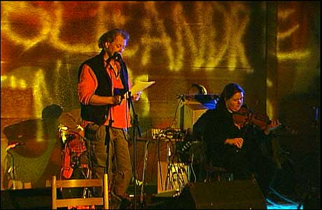 Forfattar Ivar Orvedal og musikar Synnøve S. Bjørset. (Foto: Svein Ove Hansli)