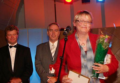 Bla i bildegalleriene og bli bedre kjent med NRK P1. Ta for eksempel en titt på hvordan Kari Sørbø og en rekke andre radiopersonligheter ble hedret under Radiodager 2004. (Foto: Jon-Annar Fordal)