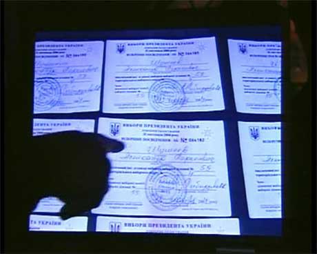 Bildet viser flere kopier av samme stemmeseddel.(Foto:NTU)