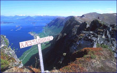 Kanskje den flotteste turen de to forfatterne anbefaler til Rørset- og Ræstadhornet på Otterøya. (Foto fra turboka Kai. A Olsen og Bjørnar S. Pedersen)