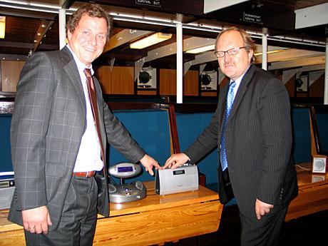 DAB er framtiden mente Kringkastingssjef John G. Bernander t v og P4-sjef Kalle Lisberg da de sammen åpnet en av flere nye DAB-sendere tirsdag 30. november. (Foto: Christian Strøm)