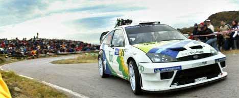 Ford har kommet med tilbud om å la Henning Solberg kjøre halve Rally-VM for dem. ( Francois Duval i Rally Katalonia 2004. Scanpix/AP Photo/Bernat Armangue )
