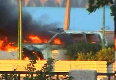 Det var ei  sjølvmordsaksjonist som sprengde bilen sin i lufta i Bagdad i dag tidleg. 14 menneske omkom. (Foto: APTN)