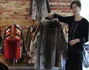 Lisa gikk fra hektisk jobb i reiselivsbransjen til å starte en butikk med kunsthåndverk fra Grønland.