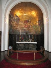 Den restaurerte altertavlen i Gjerpen kirke. (Foto: NRK)