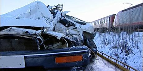 - Jeg bremset for jeg var 20 meter bak bilen, men det var speilblankt og jeg skled rett ut på skinna, forteller Nyland. Foto: NRK
