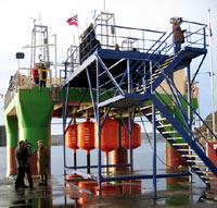 Bølgekraftverket i full størrelse. (Foto: NRK)