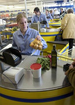 TØFF KONKURRENT: Lidl presser nå prisene i hele dagligvaremarkedet. Og flere utenlandske storkjeder kan kommer...