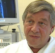 Klinikksjef ved Fertilitetsklinikken, Jarl Kahn, forteller at klinikken planlegger utvidelse. Foto: NRK