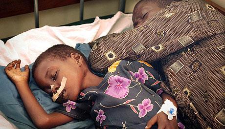 UGANDA: Underernærte barn i Nord-Uganda som er ofre for konflikten som Norge forsøker å løse. Foto: GIANLUIGI GUERCIA , AFP