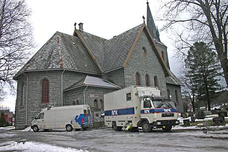 Prinsippene er de samme, men utstyret svært forskjellig når radiogudstjenesten i 2004 overføres fra Orkdal kirke i Sør-Trøndelag. (Foto: NRK/Jon-Annar Fordal)
