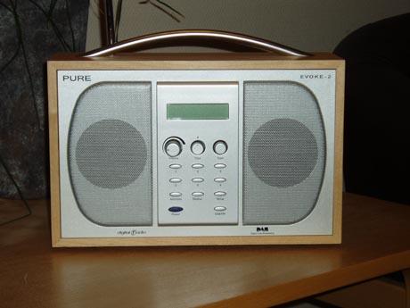 Har du en slik radio, eller en annen DAB-radio, kan du høre kampen direkte fra 17:45 til 20:00