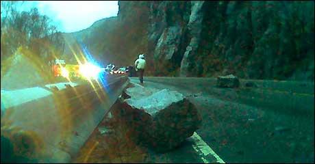 Steinspranget stengde trafikken. (MMS-foto: Eva Westvik, NRK)