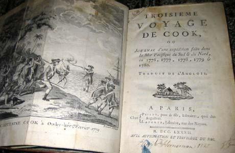 De gamle bøkene ved Hamar katedralskole er verdt flere millioner kroner. Her en reiseskildring fra James Cook.(Foto: Ola Bjørlo Strande/NRK)