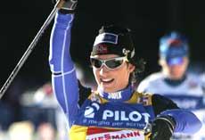 Marit Bjørgen kunne nok en gang strekke armen i været etter en ny srpintseier. (Foto; Scanpix)