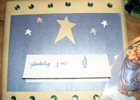 Her er ikke gavepapiret tilfeldig. Foto: Else Karine Archer/NRK