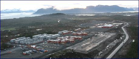Foreløbig er det bare 450 boenheter i brakkebyen, men Camp Nyhamna skal ha plass til 2200 anleggsarbeidere. Foto: Svein Roger Ivarsen.