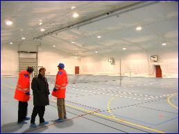 Arbeiderne i Nyhamna får mange velferdstilbud som denne sportshallen. Foto: Gunnar Sandvik.