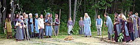 Dette er fra oppsetningen av St. Hallvard-spillet i juni 2004. Foto: Mari Hvamb, NRK.