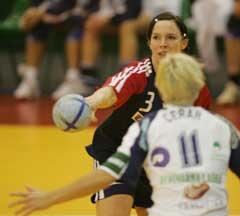 Katja Nyberg i kamp med Slovenias Spela Cerar. (Foto: Morten Holm / SCANPIX)