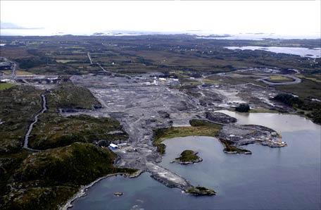 Det var under arbeid her ved Nyhamna i Aukra uhellet skjedde. (Arkivbilde frå september 2004. Foto: Hydro)