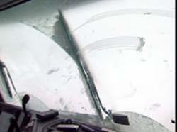 Dårleg sikt i brøytebilen på Strynefjellet.