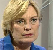 Gynekolog Inger Øverlie sier leger ikke er så flinke i kommunikasjon fordi de er opptatt av det faglige.