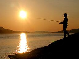 Knut Einar Kristensen ble premiert for dette bildet av Line som fisker på Storekorsnes.