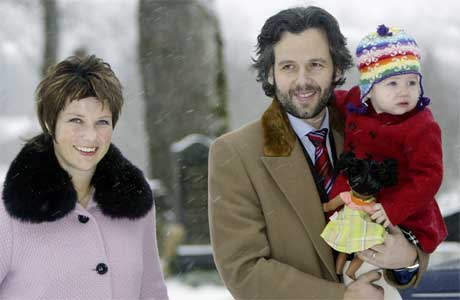 Märtha Louise og Ari Behn saman med Maud Angelica fotografert 1. juledag i fjor. (Scanpix-foto)