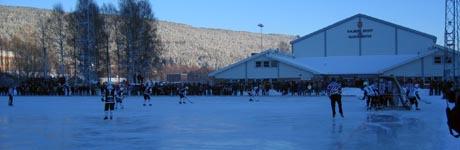 Fra en kamp mellom Solberg og Mjøndalen i desember i fjor på Solbergbanen i Nedre Eiker. Foto: Svein Olav Tovsrud, NRK.