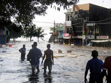 Flodbølgja gjorde store skadar i Sri Lanka. Foto:AFP/PHOTO.