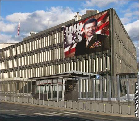 Det omstridte banneret på fasaden til USAs ambassade i Drammensveien.