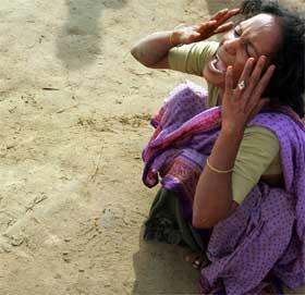 INDIA: Befolkningen i India lider etter naturkatastrofen som har rammet landet. (Foto: REUTERS/Arko Datta)