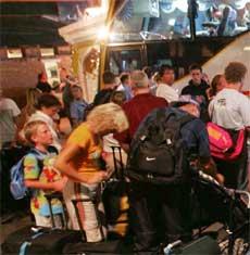 Turistar vert evakuert fra Phuket på Thailand.