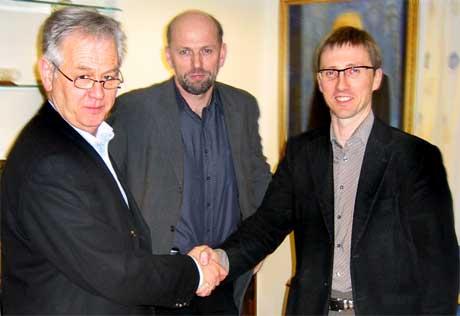 Konsernsjef Fjord1 Olav Smørdal, styreleiar Fjord1 Jarle Skartun og administrerande direktør Aker Brattvaag Roy Reite
