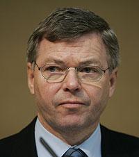 EVALUERES: Kjell Magne Bondevik og resten av regjeringen skal evalueres etter flodbølgekatastrofen i Asia. (Foto: Scanpix)