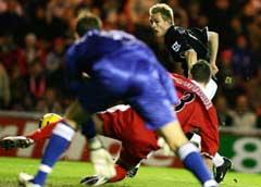 Darren Fletcher gir Manchester United 1-0 etter en retur. (Foto: AP/Scanpix)