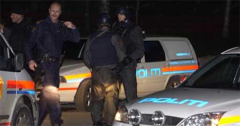 Store politistyrker jaktet på ranerne etter skyteepisoden på gården i Trøgstad. ( Foto: Vidar Tangerud, NRK )
