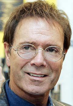 """Cliff Richard bidrar også til den nye singelen """"Grief never grows old"""". Foto: Richard Lewis, AP Photo."""