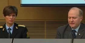 Politidirektør Ingelin Killengreen og justisminister Odd Einar Dørum beskrev politiets arbeid med savnet-listene. (Foto: NRK)