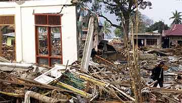 Britene har vist stor medfølelse med ofrene for katastrofen i Asia, her fra Banda Aceh på Sumatra, Foto: Binsar Bakkara, AP
